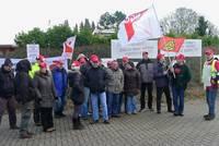 Die Streikmannschaft vom 27.12.12 vor dem Werkstor