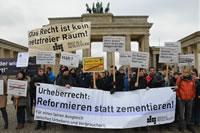 """Abmahnwache gegen Leistungsschutzrecht,  Quelle """"netzpolitik.org"""""""