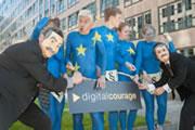 Nackter Protest für mehr Datenschutz vor dem Innenministerium. Foto: Verena Hornung, Lizenz: cc-by-sa