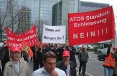 Demo gegen die geplante Betriebsschließung von Atos in Frankfurt