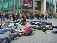 Protestiert am 3. Juli bei der Eröffnung der neuen Primark-Filiale in Berlin