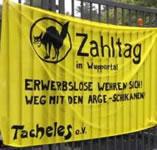 Zahltag vor dem Wuppertaler Jobcenter am 1. September 2014