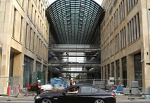 Mall of Shame - FAU Berlin fordert Lohn für Bauarbeiter