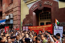 Beendigung des Bergarbeiterstreiks in Indien durch 4 Verbände