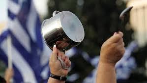 Athener Demonstration im argentinischen Kochtopf-Stil