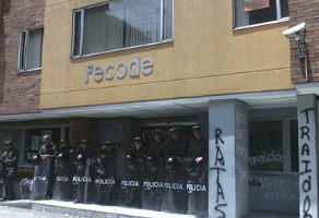 Polizei schützt Gewerkschaftsvorstand vor Mitgliedern (Kolumbien, 2015)