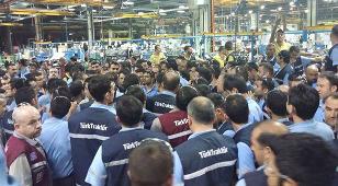 Mai 2015 - Auch die Belegschaft von Tuerk Traktor schliesst sich den Streiks an