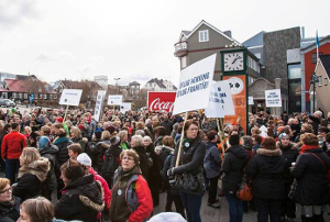 Streikende Krankenschwestern in Island im Mai 2015