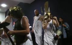 Oh Schuldner! Griechische Intervention auf der Datterich-Promi-Gala im Staatstheater Darmstadt: 11. Juni 2015