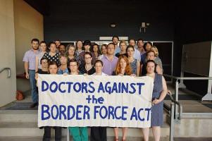 Australische Ärzte gegen Berichtsverbot aus Flüchtlingslagern Juli 2015