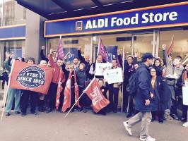 Protest vor Aldi Melbourne am 21. Juli 2015 - Solidarität mit der Belegschaft des bengalischen Zulieferers Swan