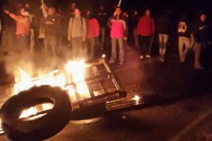 Erste Proteste gegen den Polizeimord an einem streikenden Kupferarbeiter in Chile am 24. Juli 2015