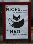 Der Fuchs ist schlau und stellt sich dumm, der Nazi macht es andersum. Plakataktion in Freital, Juli 2015