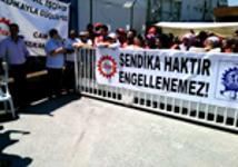 Die streikenden Arbeiterinnen von Serapool in Istanbul im Juli 2015