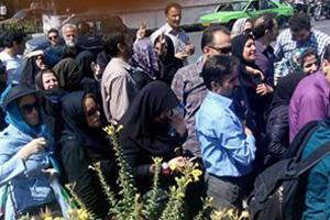 Schweigemarsch der Lehrer vor dem Teheraner Parlament am 22. Juli 2015 - kurz vor den Massenfestnahmen