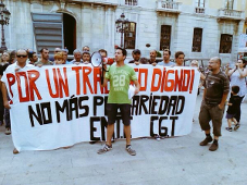 Telefonica-Beschäftigte protestieren gegen die Entlassung von Mitgliedern des Streikkomitees im Juli 2015