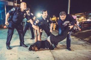 Eine Freude für die US-Polizei Anfang Juli 2015 darf wieder einmal geprügelt werden