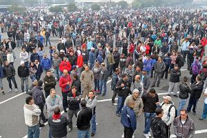 Der 5. Streiktag bei Mercedes Sao Bernardo am 28. August 2015 - das Unternehmen will weiterhin Entlassungen diktieren