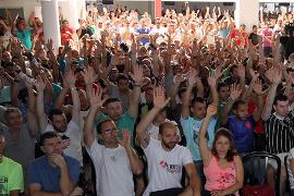Daimler Belegschaftsversammlung Sao Bernardo am 15. Juli 2015 - Streikbereit