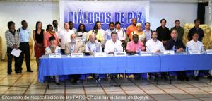 Angehörige der Opfer von Paramilitärs begrüssen den Friedensprozess - Juli 2015