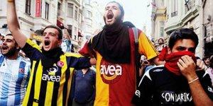 Istanbuler Fußballfans gegen Krieg am 28. Juli 2015