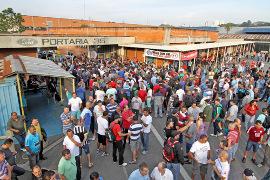 Streikversammlung am Werkstor Ford Sao Bernardo am 17.9.2015