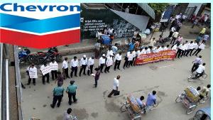 Gewerkschaftsdemo vor Chevron in Bangladesch im Juni 2015