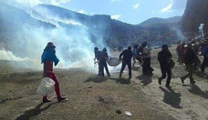 Demonstration am 30.9.2015 bei Las Bambas - nach den Todesschüssen wurden es noch viel mehr Menschen, die sich beteiligten
