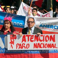 Nicht ganz typische Streikende: Nach 39 Tagen haben die Beschäftigten der chilenischen Zivilverwaltung ihren Streik gewonnen