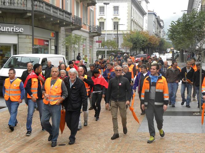 Die Officina Bellinzona-Arbeiter auf dem Weg zum Parlament am 13.10.15