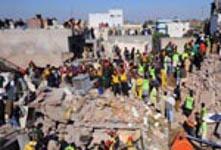 Eingestürzter Fabrikneubau in Lahore-Pakistan - bis zum 11.11.2015 waren es 24 Tote...