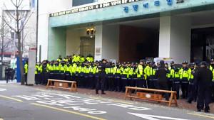 Polizeiangriff auf KCTU Büro: 18. November 2015 in Seoul