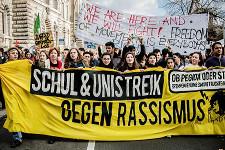 Oliver Feldhaus/Umbruch Bildarchiv: Schul- und Unistreik gegen Rassismus, Berlin, 19. November 2015