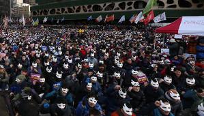 Masken gegen Vermummungsverbot: Demo am 5. Dezember 2015 in Seoul