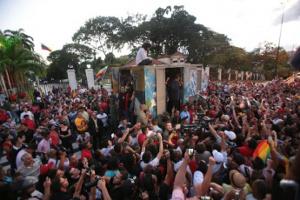 Nachwahltreffen in Caracas: Sozialisten in Venezuela debattieren nach Wahldebakel in Volksversammlungen (Venezuela, Dezember 2015)