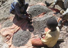 Kinderarbeit in kongolesischer Kobaltmine Mai 2015