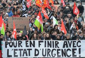 Demo gegen Notstand in Rennes 23.1.2016