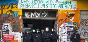 Rigaer94: Schläge, Beleidigungen, Drohungen – wenn das SEK Berlin eine Hausbegehung macht