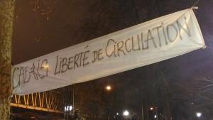 Solitransparent mit Calais-Protesten am 23.1.2016 in Paris