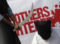 Nachgestellte Hinrichtung bei einem Protest gegen Saudi Arabien in London, Dezember 2015