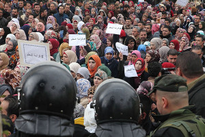 Lehrerinnendemo in Ramallah trotz Polizeikordon am 24.2.2016