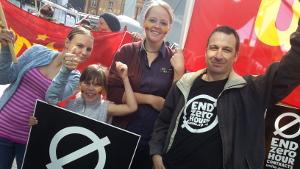 EinzelhandelsgewerkschafterInnen in Neuseeland feiern den Sieg gegen Nullstundenverträge am 13.3.2016