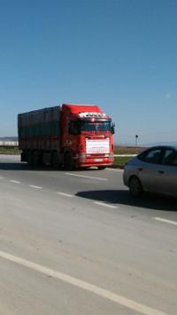 Ein Fahrzeug versorgt Dschihadisten mit Hilfsgütern. (Foto: Friedensratschlag Hatay)