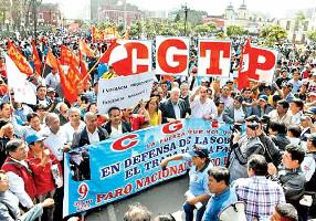 Der peruanische Gewerkschaftsbund CGTP bei der Demonstration gegen die Fujimori-Kandidatur 4.4.2016