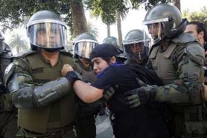 Polizeirepression gegen Studierendendemo Santiago de Chile 21.4.2016