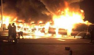 1. Mai 2016 in Saudi Arabieb - Arbeiter setzen Busse in Brand