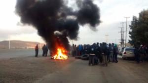 Ölarbeiter blockieren Autobahnen im Süden Argentiniens am 7.5.2016