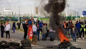 Blockade bei Amazon Douai (Nordfrankreich) am 25.5.2016