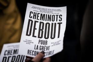 Die Debatte um die Intensität der Streikbeteiligung der französischen EisenbahnerInnen wird seit Anfang Mai immer heftiger - ein Plakat für gemeinsame Proteste