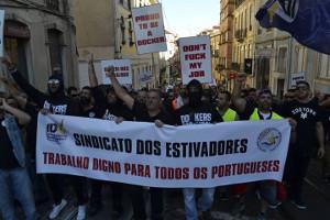Die - siegreichen - streikenden Docker von Lissabon am 1. Mai 2016 in der Stadt